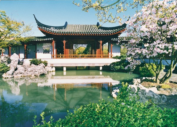 Strolling in Chinese Garden: An Experience of Self-Re(dis)covering